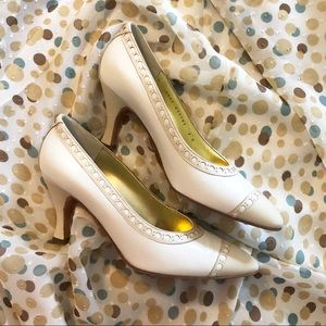 Bruno Magli fits 7 ivory and beige pumps size 8.